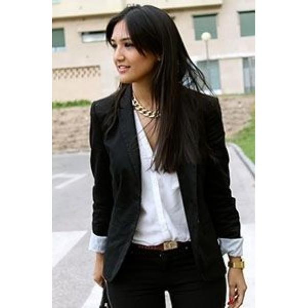 Страхотни комбинации с любимите дамски сака в черно